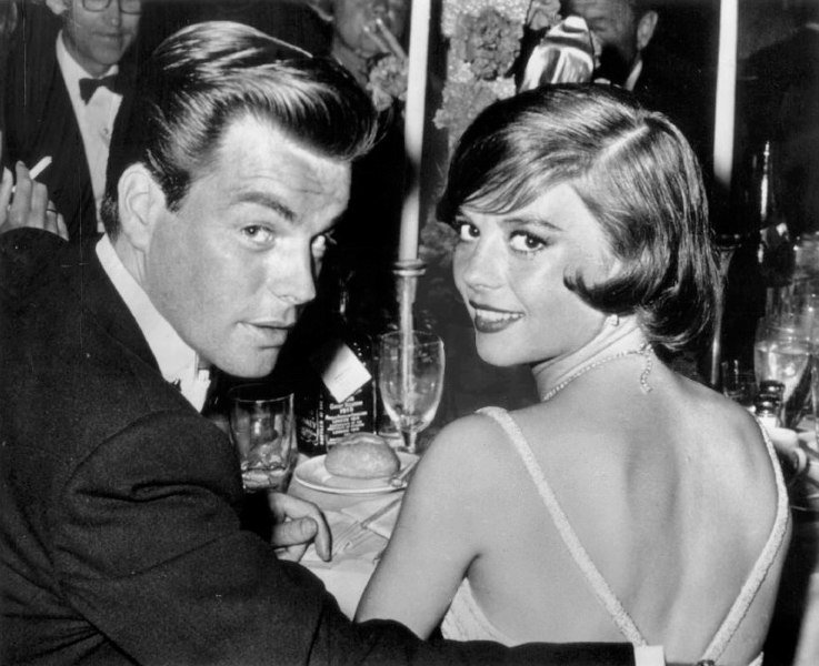 Robert Wagner and Natalie Wood at the Academy Awards dinner in 1960. | Source: Wikimedia Commons