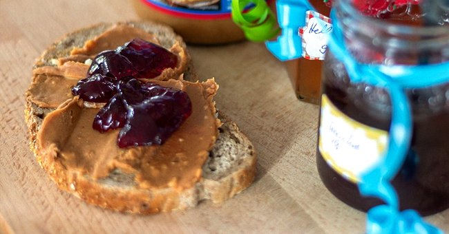 Story of the Day: Man Adds Peanut Butter to Honey & Doesn't Tell His Peanut-Allergic Housemate
