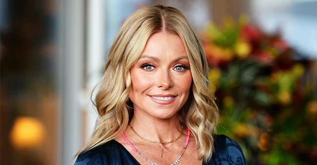 Host Kelly Ripa at the Los Angeles LGBT Center's 49th Anniversary Gala Vanguard Awards at The Beverly Hilton Hotel in Beverly Hills, California | Photo: Getty Images