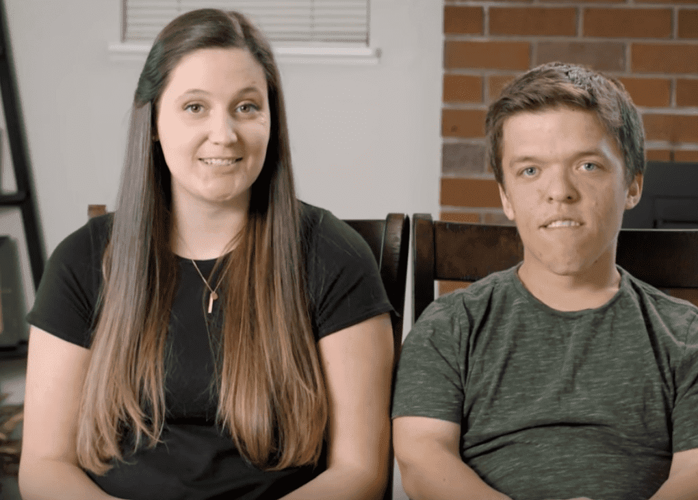"""Tori and Zach Roloff during an episode of """"Little People, Big World."""" 