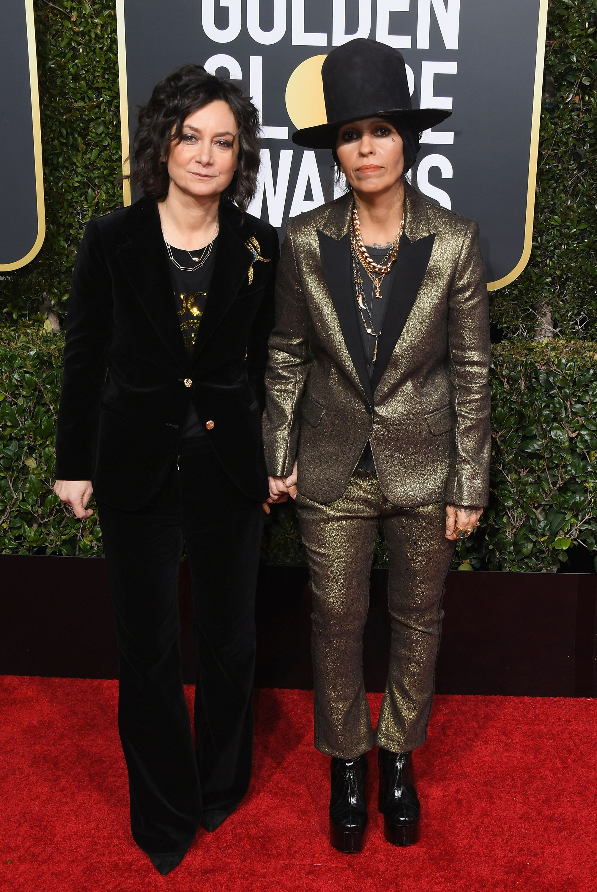 Sara GIlbert and Linda Perry at the Golden Globe Awards. | Source: Getty Images