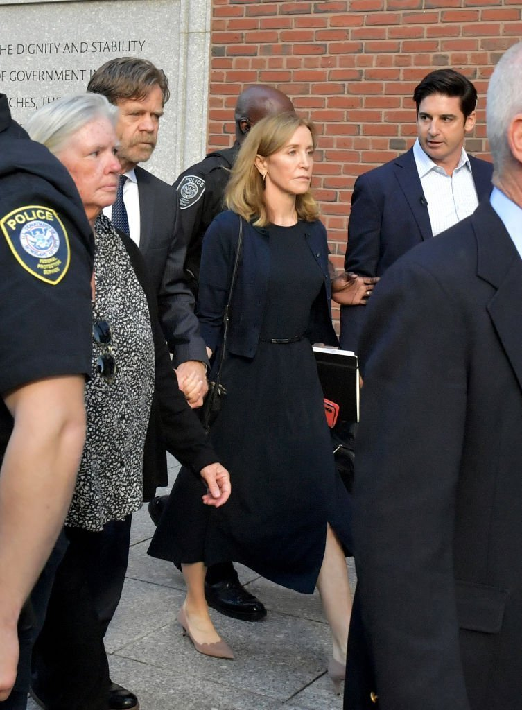 Felicity Huffman and husband William Macy exit John Moakley U.S. Courthouse where Huffman received a 14 day sentence for her role in the college admissions scandal | Photo: Getty Images