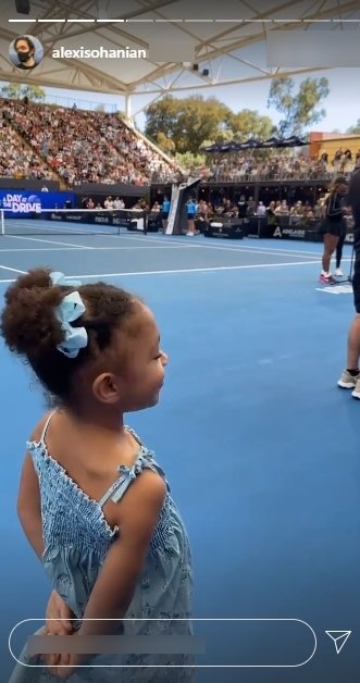 Olympia watches her mom Serena Williams from the sides at the Australian Open. | Photo: Instagram/Alexisohanian