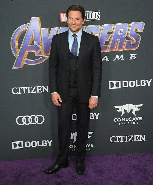 Bradley Cooper arrive pour la première mondiale de Walt Disney Studios Motion | Photo: Getty Images