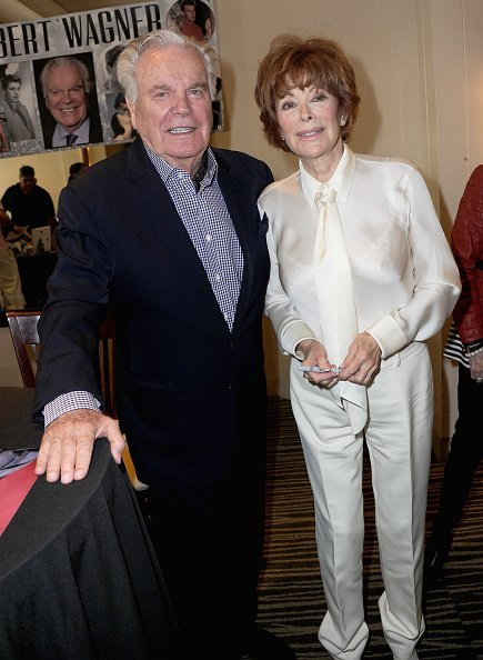Robert Wagner and actress Jill St. John attend The Hollywood Show held at The Westin Hotel LAX on July 28, 2018, in Los Angeles, California. | Source: Getty Images.