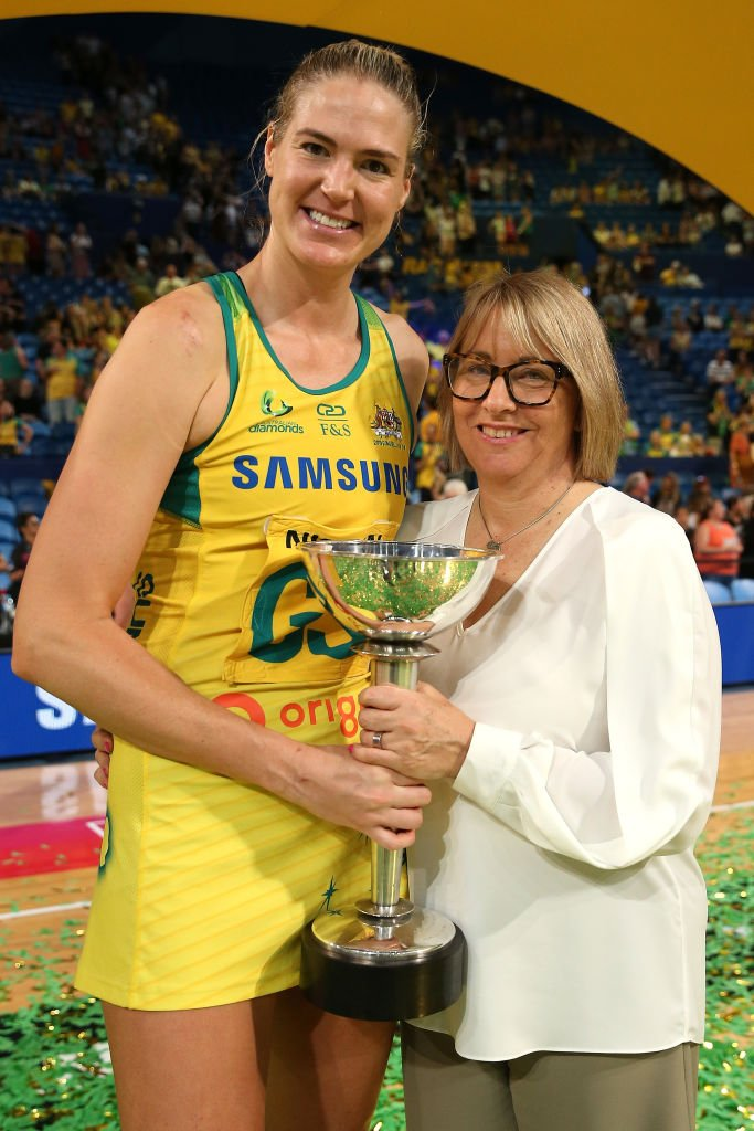 Caitlin Bassett of Australia and Lisa Alexander pose with the Constellation Cup at the 2019 Constellation Cup match between the Australia Diamonds and the New Zealand Silver Ferns at RAC Arena on October 27, 2019 | Photo: Getty Images
