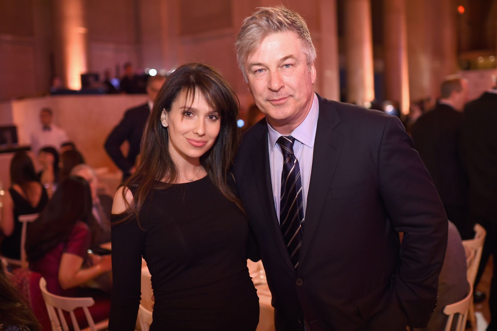 Hilaria Baldwin et l'acteur Alec Baldwin assistent à Stand Up To Cancer's New York Standing Room Only, le 9 avril 2016 | Photo : Getty Images