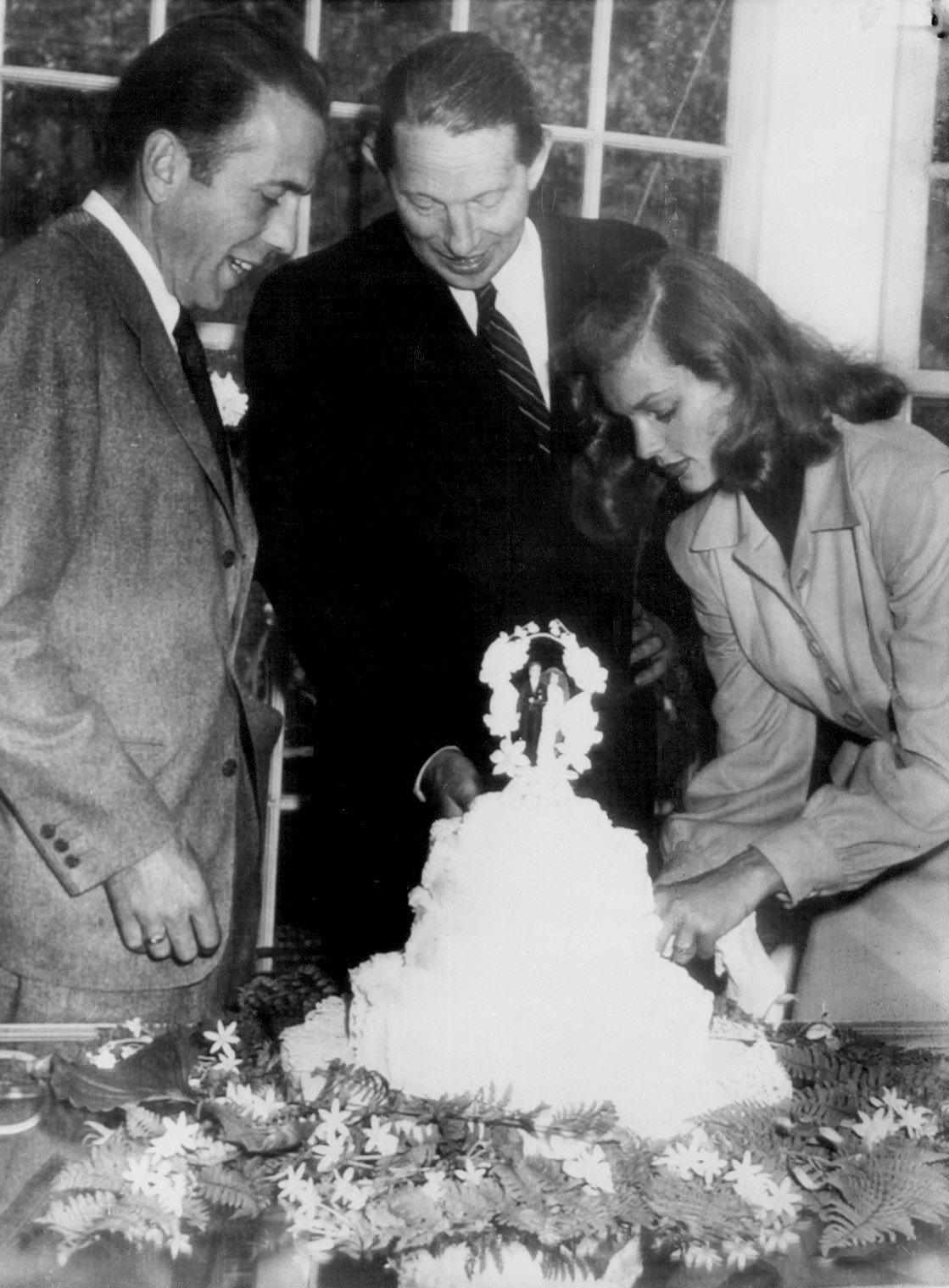 Humphrey Bogart and Lauren Bacall in 1945.   Source: Wikimedia Commons