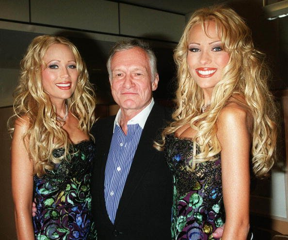 Hugh Hefner and twins Mandy and Sandy Bentley at Playboy Lounge, celebrating the May issue as cover girls in 2000. | Photo: Getty Images