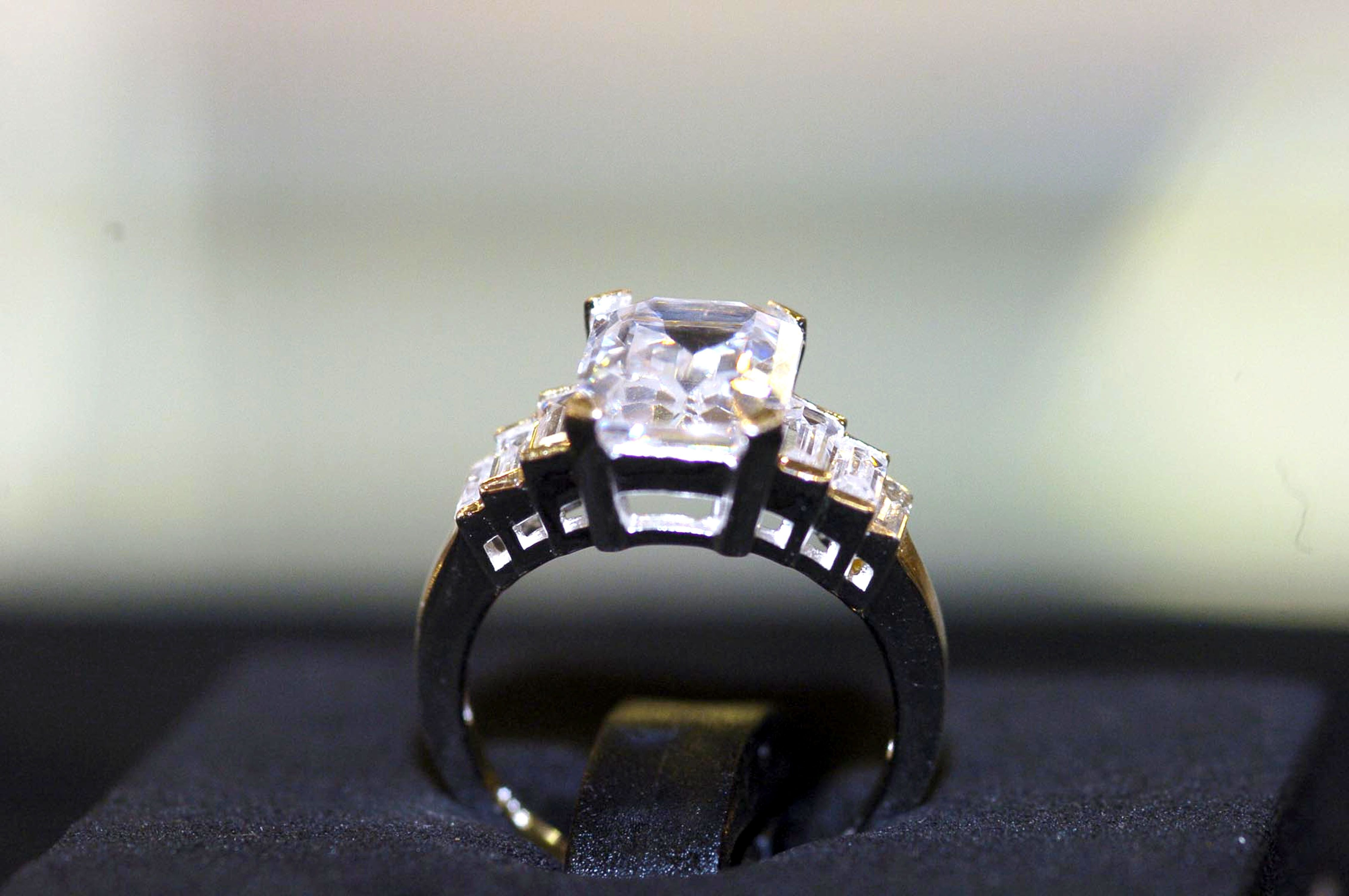 Camilla Parker Bowles' engagement ring.   Photo: Getty Images