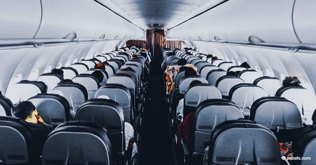 Frau überlistet lästigen Anwalt auf einem Flug auf eine urkomische Weise