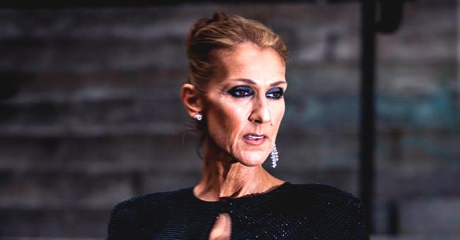 Céline Dion s'affiche en jupe costume avec sa veste surdimensionnée à l'envers