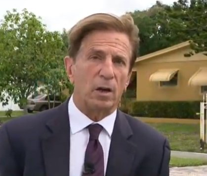 Peter D'Oench, the CBS Miami reporter covering the story | Photo: YouTube/ CBS Miami.