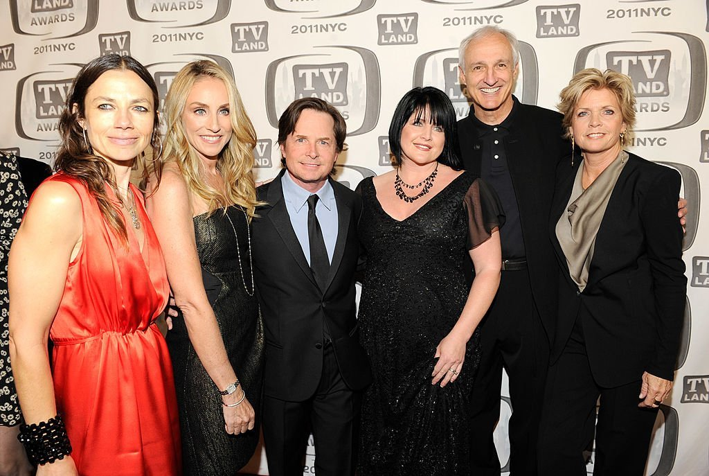 Justine Bateman, Tracy Pollan, Michael J Fox, Tina Yothers, Michael Gross and Meredith Baxter attend the 9th Annual TV Land Awards at the Javits Center on April 10, 2011 | Photo: GettyImages