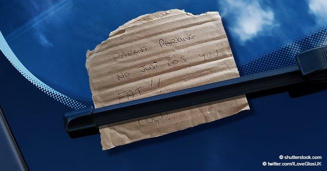 """Mama """"wütend"""", als Fremde unter Scheibenwischer auf einem Parkplatz eine Notiz hinterlässt"""