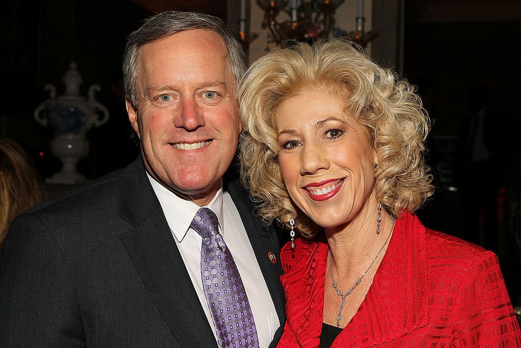 White House chief of staff, Mark Meadows and Debbie Meadows attend ELLE's annual Women in Washington Power List dinner, at Villa Firenze, the home of the Italian Ambassador, on March 25, 2014 in Washington, DC. | Photo: Getty Images