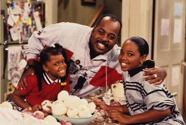 """Jaimee Foxworth (Judy) and Kellie S. Williams (Laura) on """"Family Matters"""" 