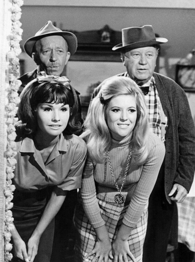 Cast photo from the television program Petticoat Junction | Wikimedia Commons