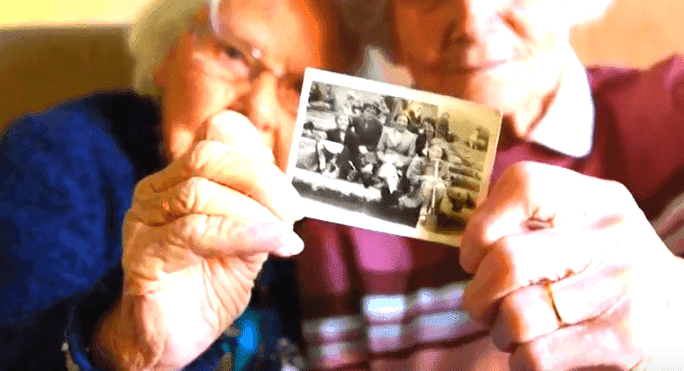 Eileen Gill and Nora Boardman share a picture of them as children.| Photo: YouTube/Caters Clips