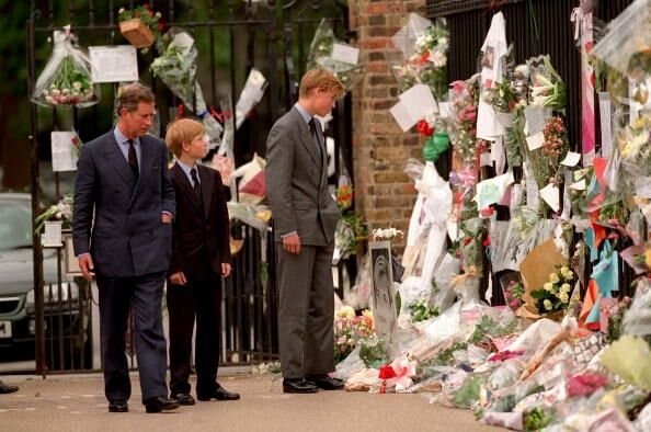 The Prince of Wales, Prince William and Prince Harry look at floral tributes to Diana, Princess of Wales outside Kensington Palace on September 5, 1997 in London, England | Getty Images / Global Images Ukraine