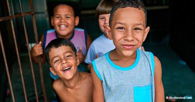 """Adorable """"selfie"""" de niños causa sensación en las redes gracias a su cámara de chancla"""