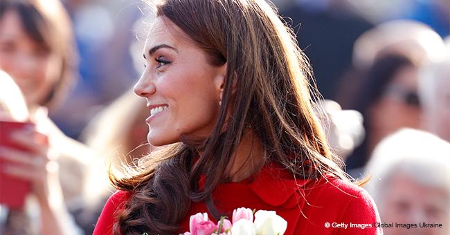 Kate Middleton émerveille la foule avec son joli manteau rouge lors d'une sortie surprise avec William