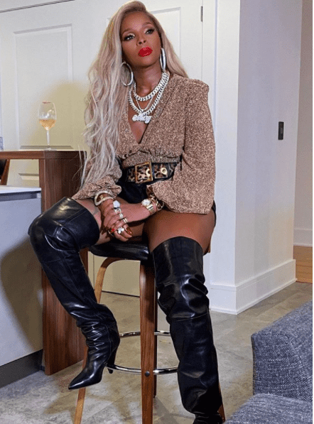 Hip-hop and R&B sensation Mary J. Blige served a fierce look in her Instagram account on October 26. | Photo: instagram.com/therealmaryjblige