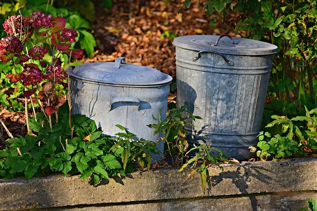 A pair of vintage garbage cans in a suburban's home backyard. I Image: Pexels.