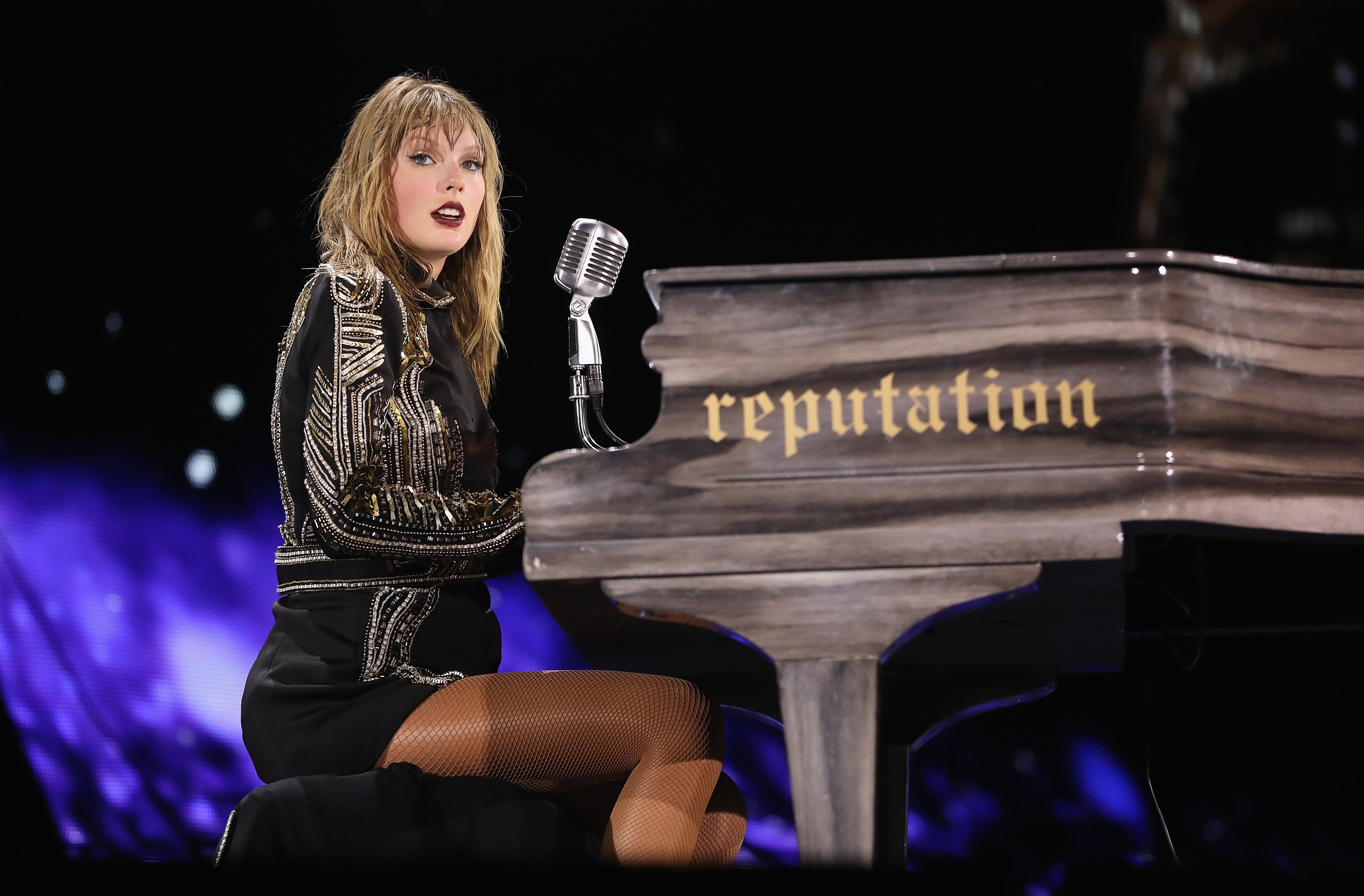 Taylor Swift performs on stage during the Taylor Swift reputation Stadium Tour at Hard Rock Stadium on August 18, 2018, in Miami, Florida. | Source: Getty Images.
