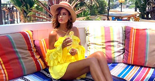Malika Ménard, Miss France 2010, montre ses jambes bronzées qui font plaisir à ses fans