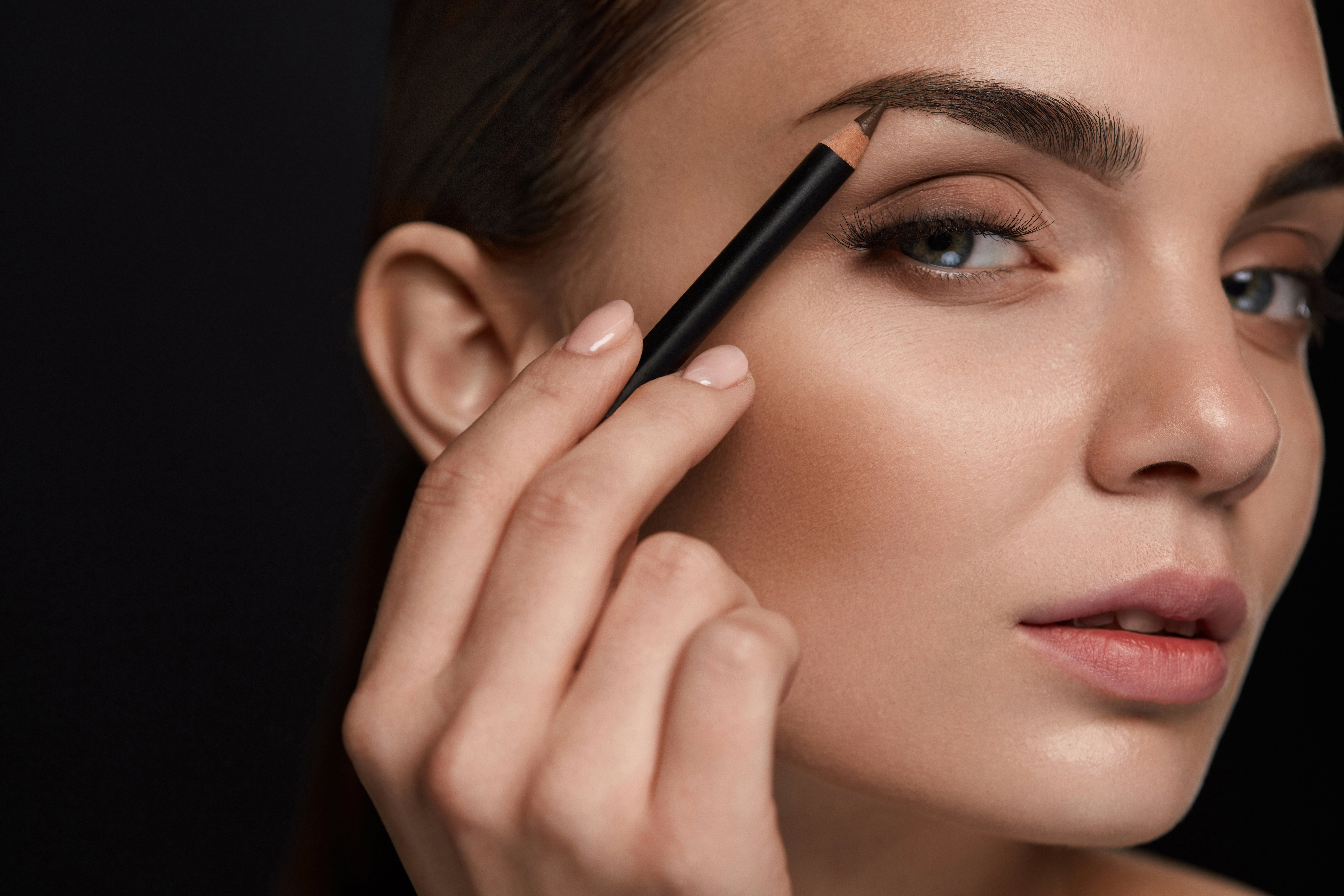 Lápiz de cejas, otra opción para conseguir mejor forma.   Foto: Shutterstock