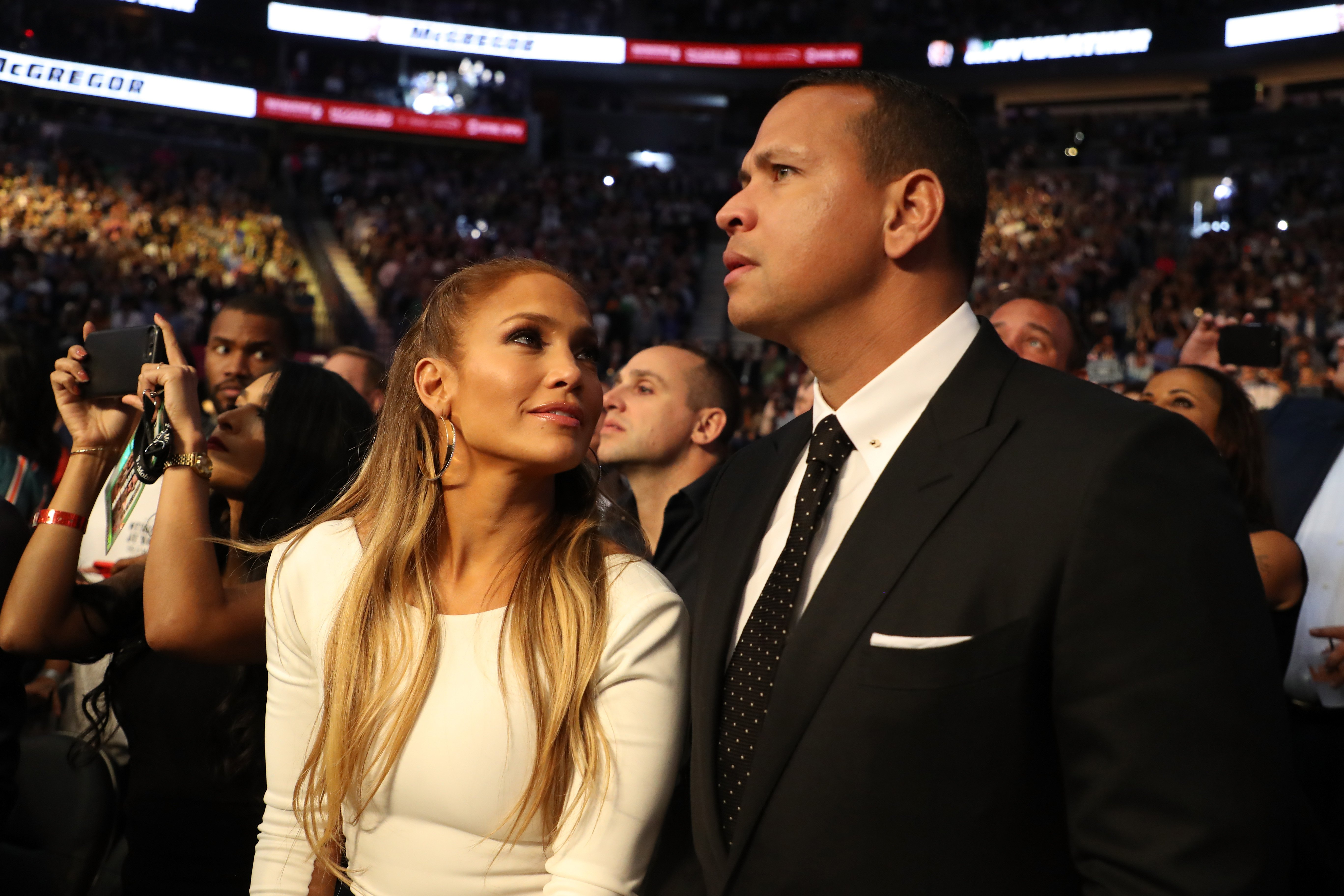 Jennifer Lopez and Alex Rodriguez attend the super welterweight boxing match between Floyd Mayweather Jr. and Conor McGregor | Source: Getty Images