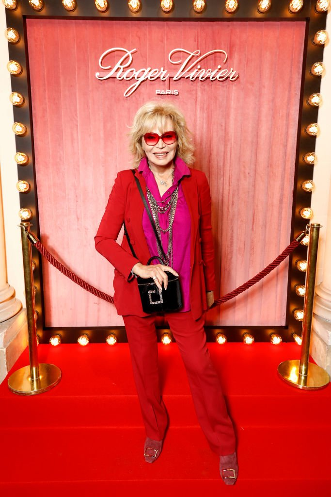 Amanda Lear assiste à la journée de presse Roger Vivier à l'hôtel Vivier lors de la Fashion Week de Paris, printemps-été 2020, le 26 septembre 2019 à Paris, France. | Photo : Getty Images