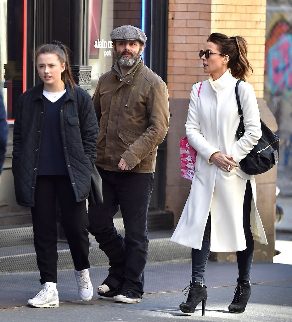 Kate Beckinsale, Tochter Lily Mo Sheen und Michael Sheen in Soho am 5. April 2016 in New York City. (Foto von Alo Ceballos / GC Images) | Quelle: Getty Images