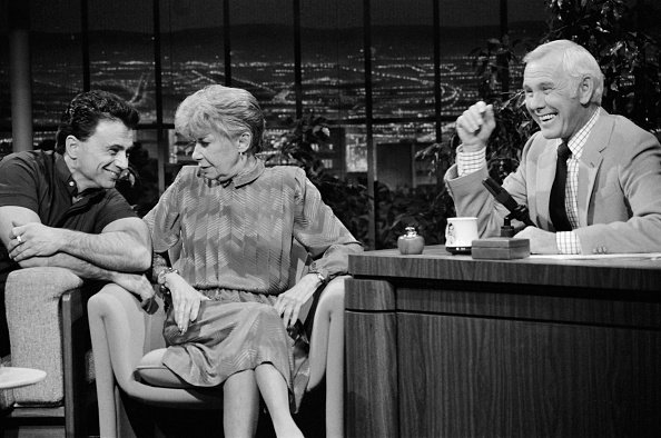 Robert Blake and Selma Diamond during an interview with host Johnny Carson on November 20, 1984. | Photo: Getty Images