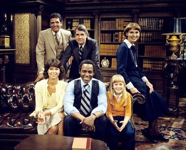 Robert Guillaume with the cast in the spinoff - BENSON - pilot - Season One | Source: Getty Images