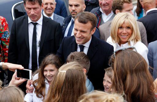 La photo d'Emmanuel et Brigitte Macron | Source: Getty Images / Global Ukraine