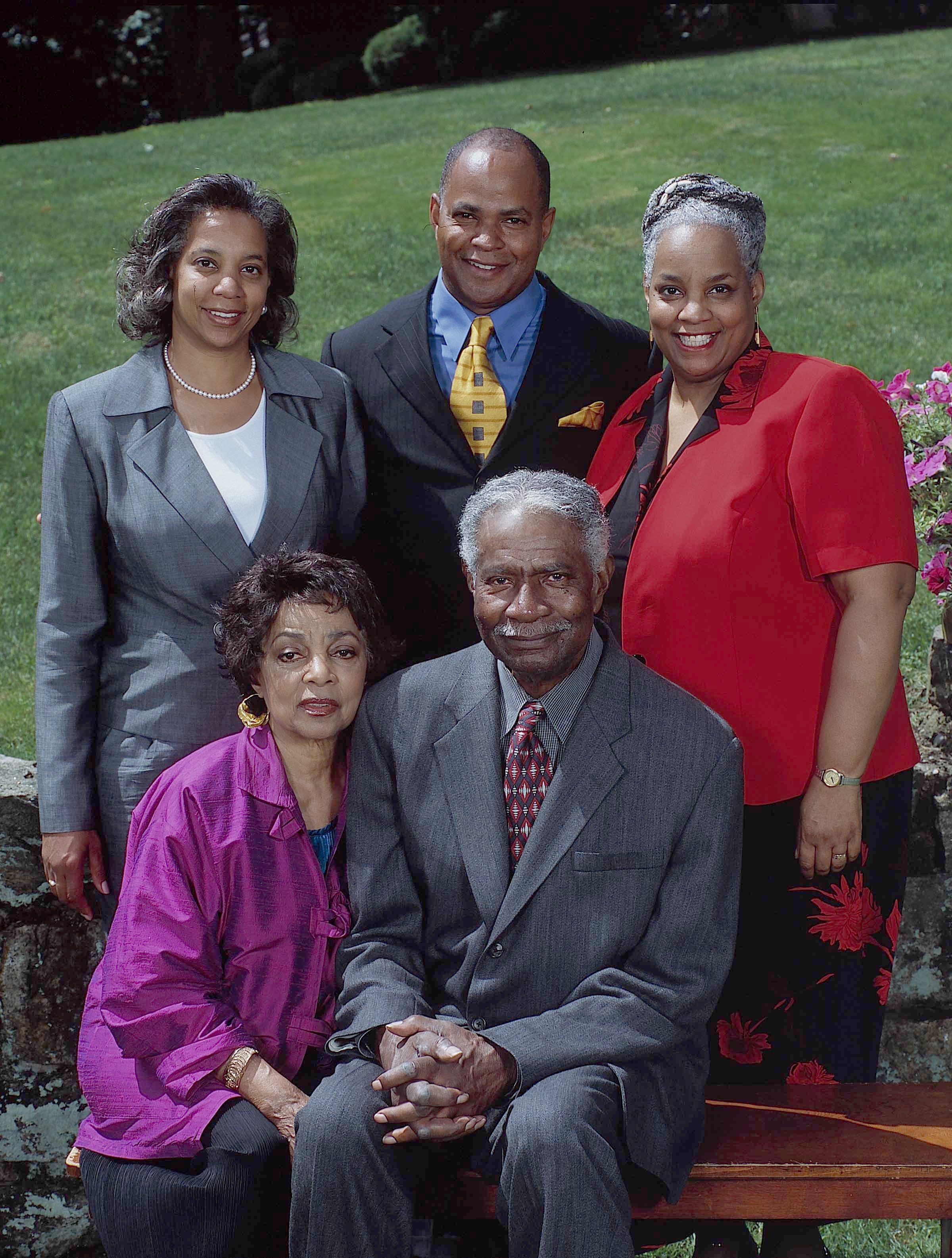 Portrait of married American actors and Civil Rights activists Ruby Dee and Ossie Davis as they pose outdoors with their children, late 1990s or early 2000s.  | Photo: Getty Images