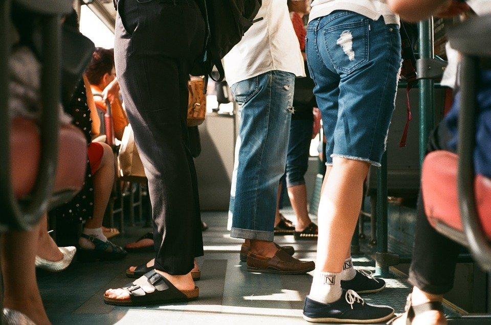 Des passagers dans un autobus. | Photo : Pixabay
