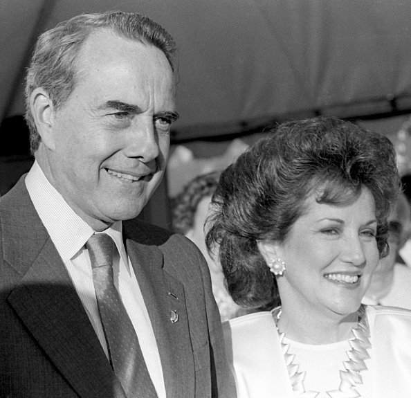 Bob Dole and Elizabeth Dole attend Governor's Island Opening Ceremonies on July 3, 1986 at Governor's Island in New York City. | Photo: Getty Images