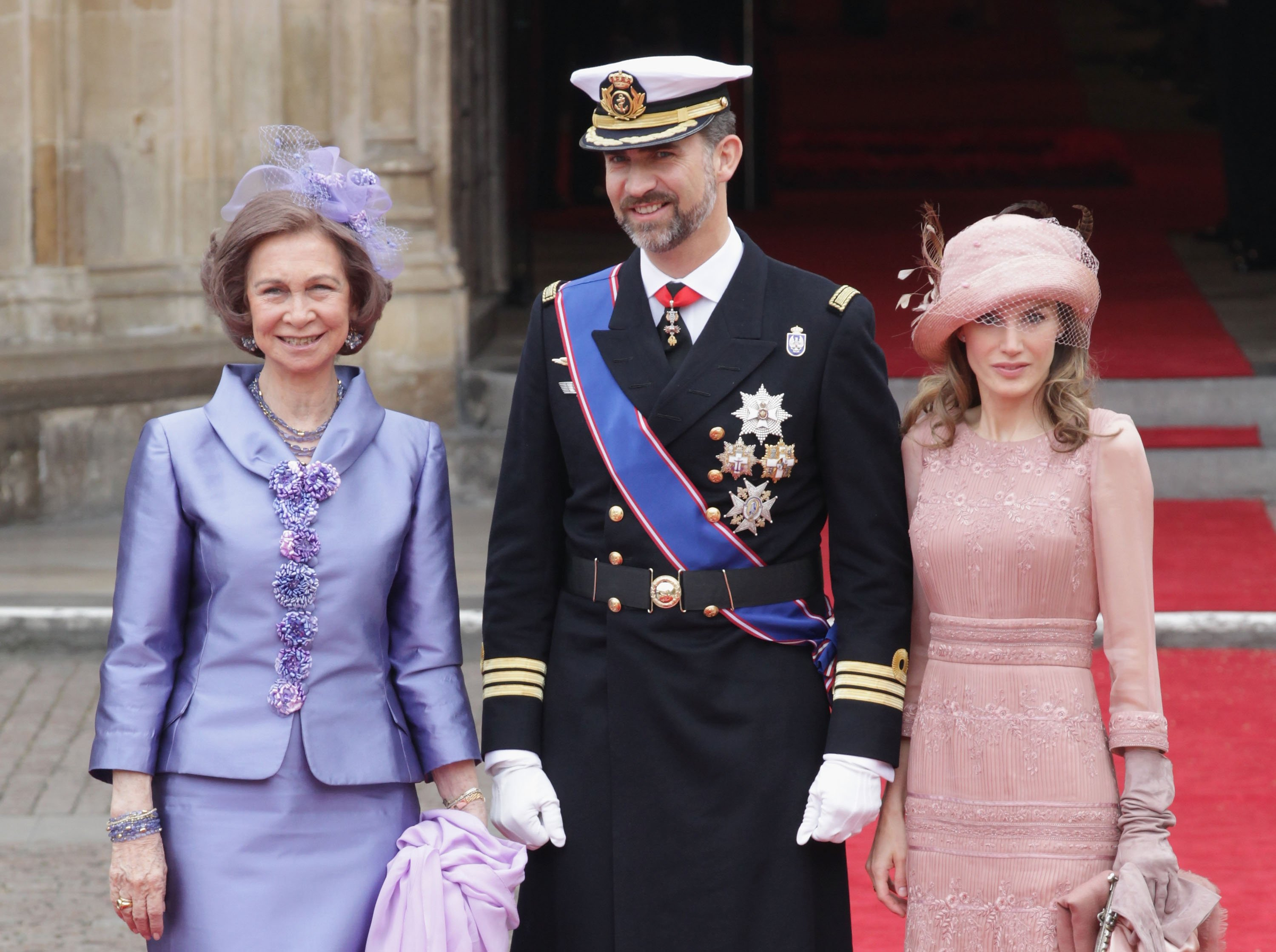 Don Felipe, doña Letizia y la reina Sofía, en la boda del príncipe William y Kate Middleton, el 29 de abril de 2011 en Londres, Inglaterra. | Foto: Getty Images
