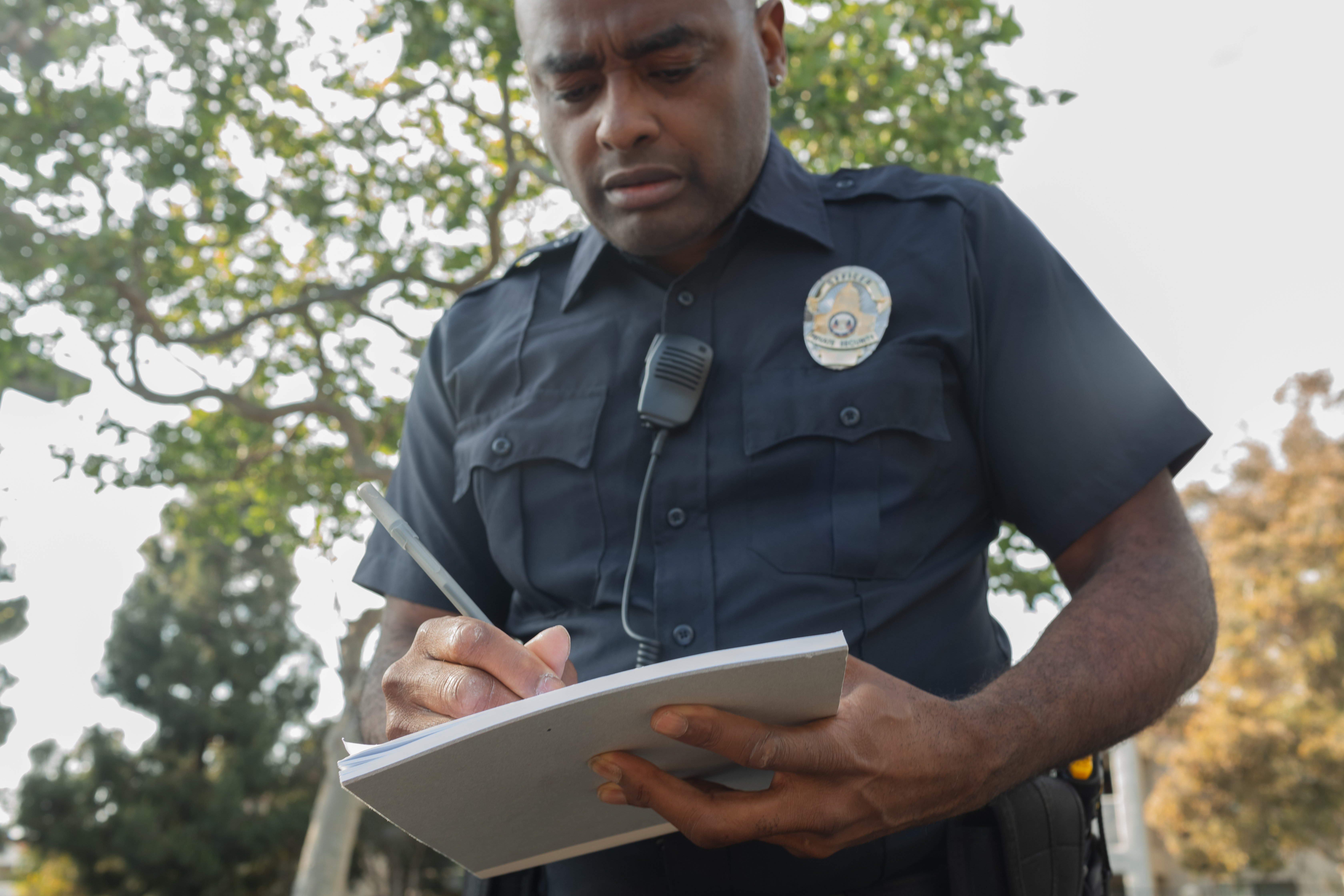 An officer writing out a parking ticket. | Pexels/ Kindel Media