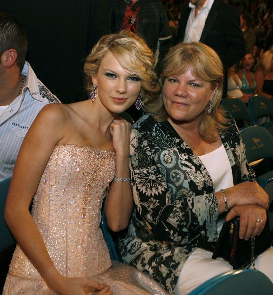 Taylor Swift and Andrea Swift at the MGM Grand Garden Arena on May 15, 2007 in Las Vegas, Nevada. | Photo: Getty Images