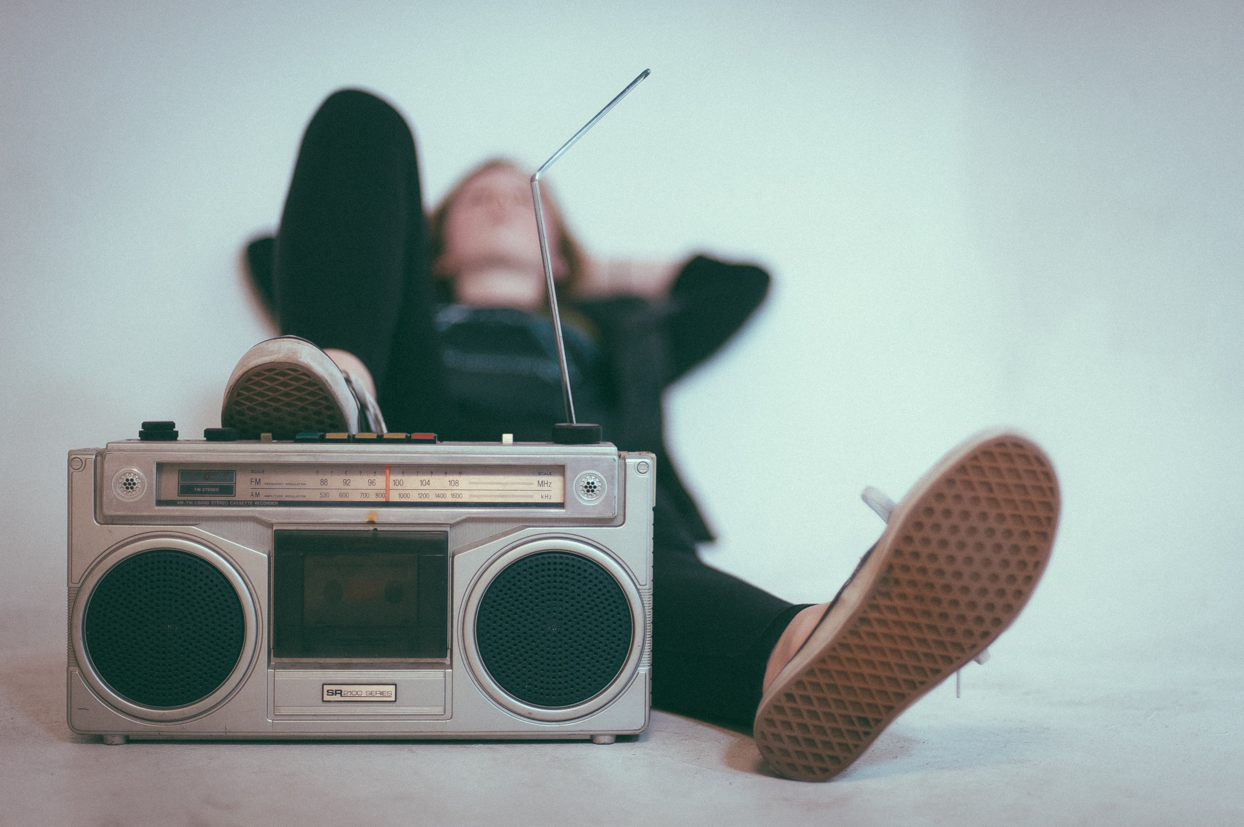 She would play loud music while I was working | Photo: Unsplash