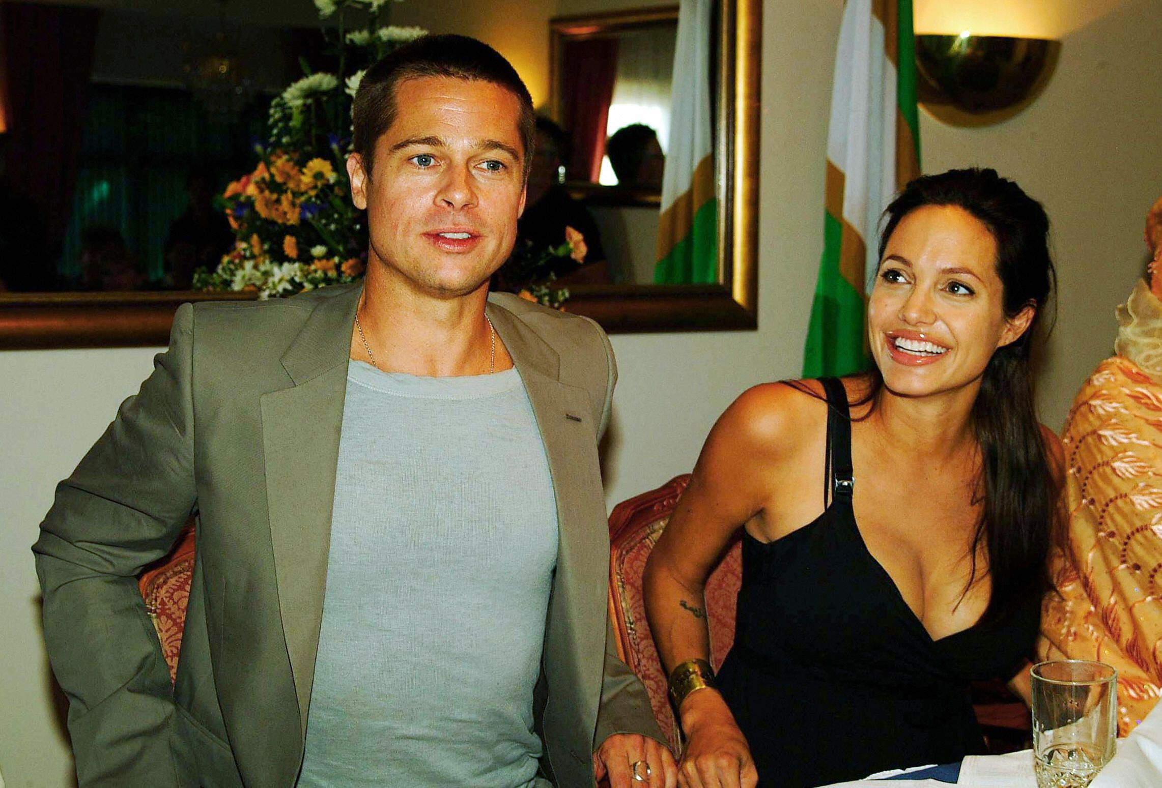 Angelina Jolie and Brad Pitt at a press conference in Namibia, 2006 | Photo: Getty Images