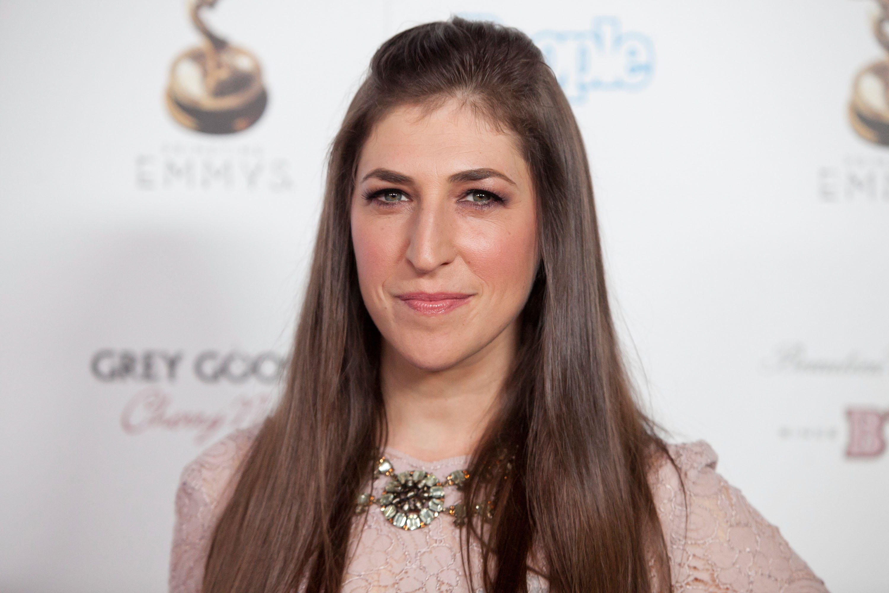 Mayim Bialik attends the 64th Primetime Emmy Awards Reception on September 21, 2012, in West Hollywood, California. | Source: Getty Images.
