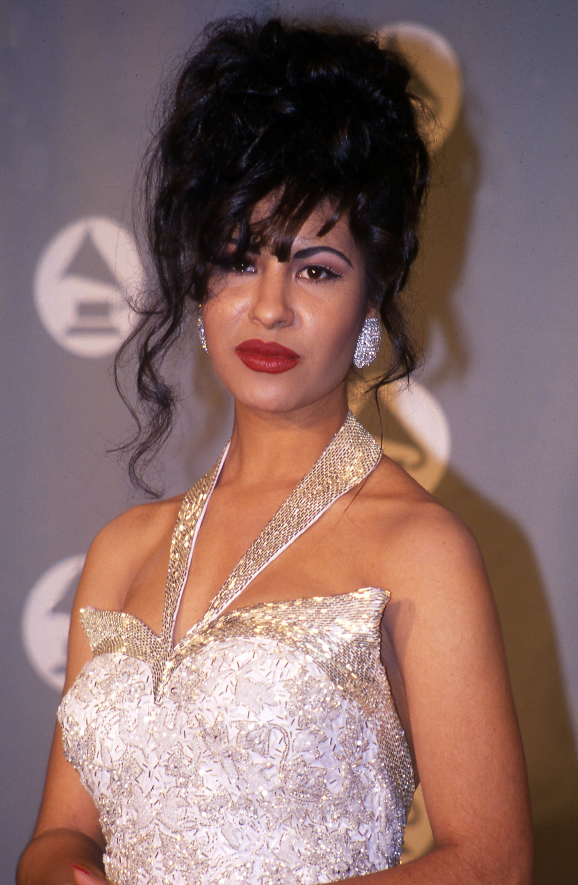 Selena on the night she accepted her Grammy Award for Best Mexican Album, on March 9, 1994. | Photo: Getty Images.