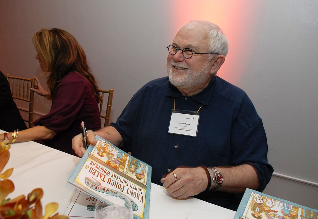 """Author Tomie dePaola signs books at the fourth annual """"Scribbles to Novels"""" gala to benefit Jumpstart April 28, 2008    Photo: Getty Images"""