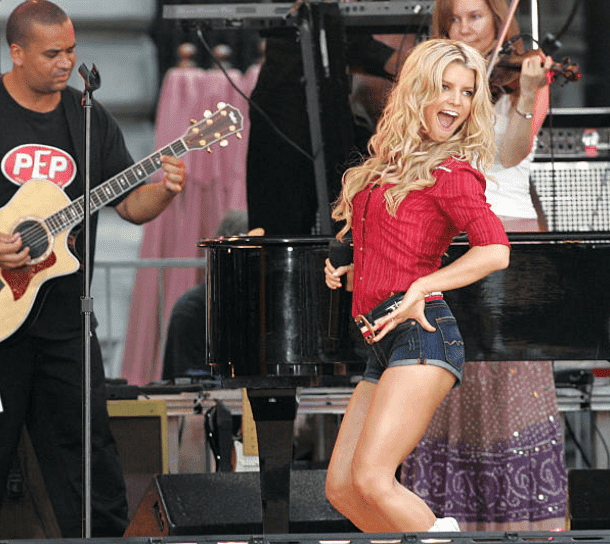 Jessica Simpson performs on stage for the Good Morning America summer concert, on August 5, 2005, in New York | Source: Getty Images (Peter Kramer)