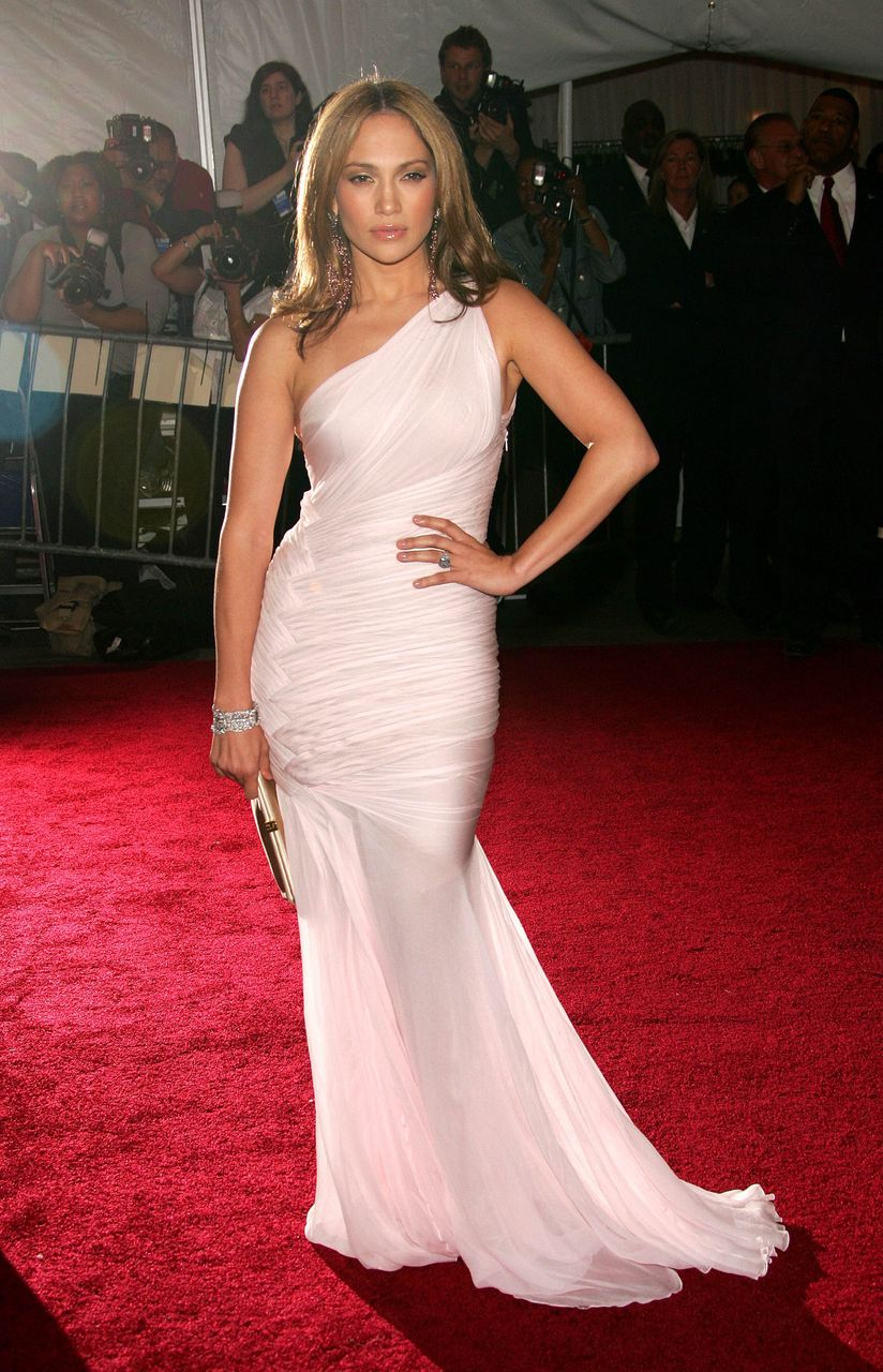 Jennifer Lopez during the Metropolitan Museum of Art Costume Institute Benefit Gala: Anglomania on May 1, 2006, in New York City. | Source: Getty Images